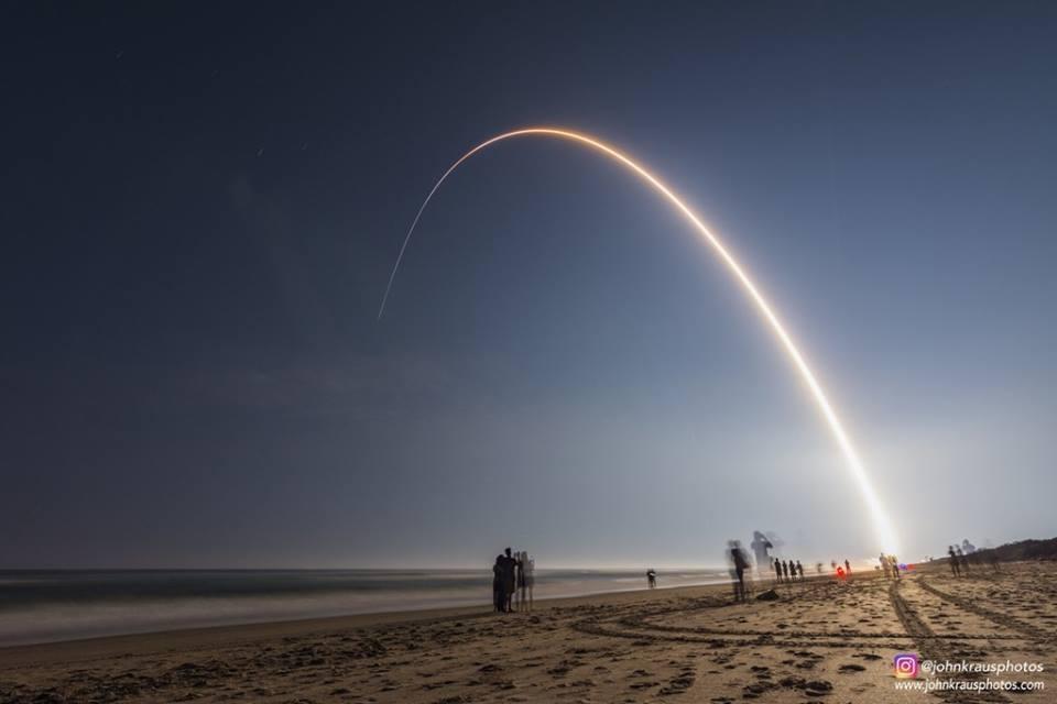 Uzaya yeni gönderilen meteoroloji uydusu GOES-R'yi taşıyan Atlas V roketinin uzun pozlamalı fırlatma görüntüsü.